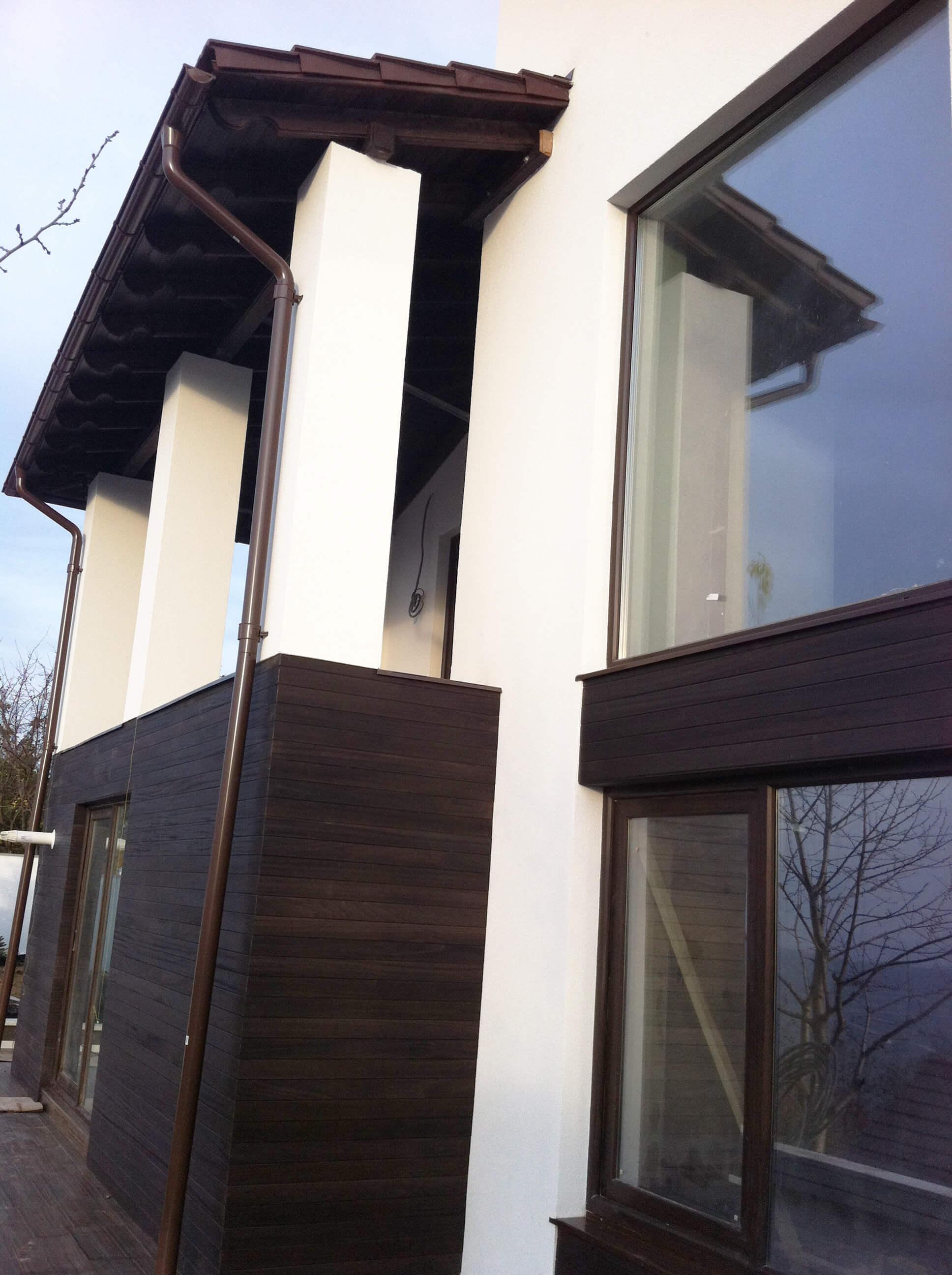 Chisinau, Moldova, fatada din lemn natural termotrat